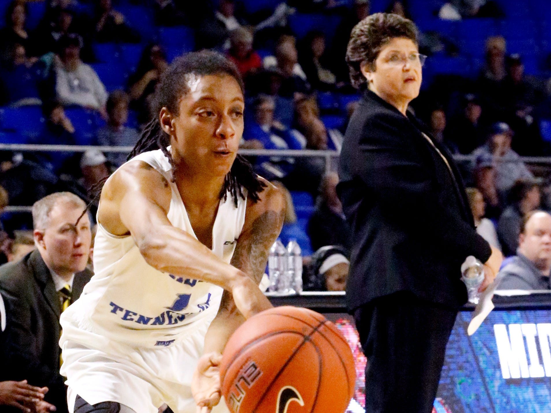 MTSU's guard A'Queen Hayes (1) passes the ball during the game against Southern Miss on Thursday Jan. 10, 2019.