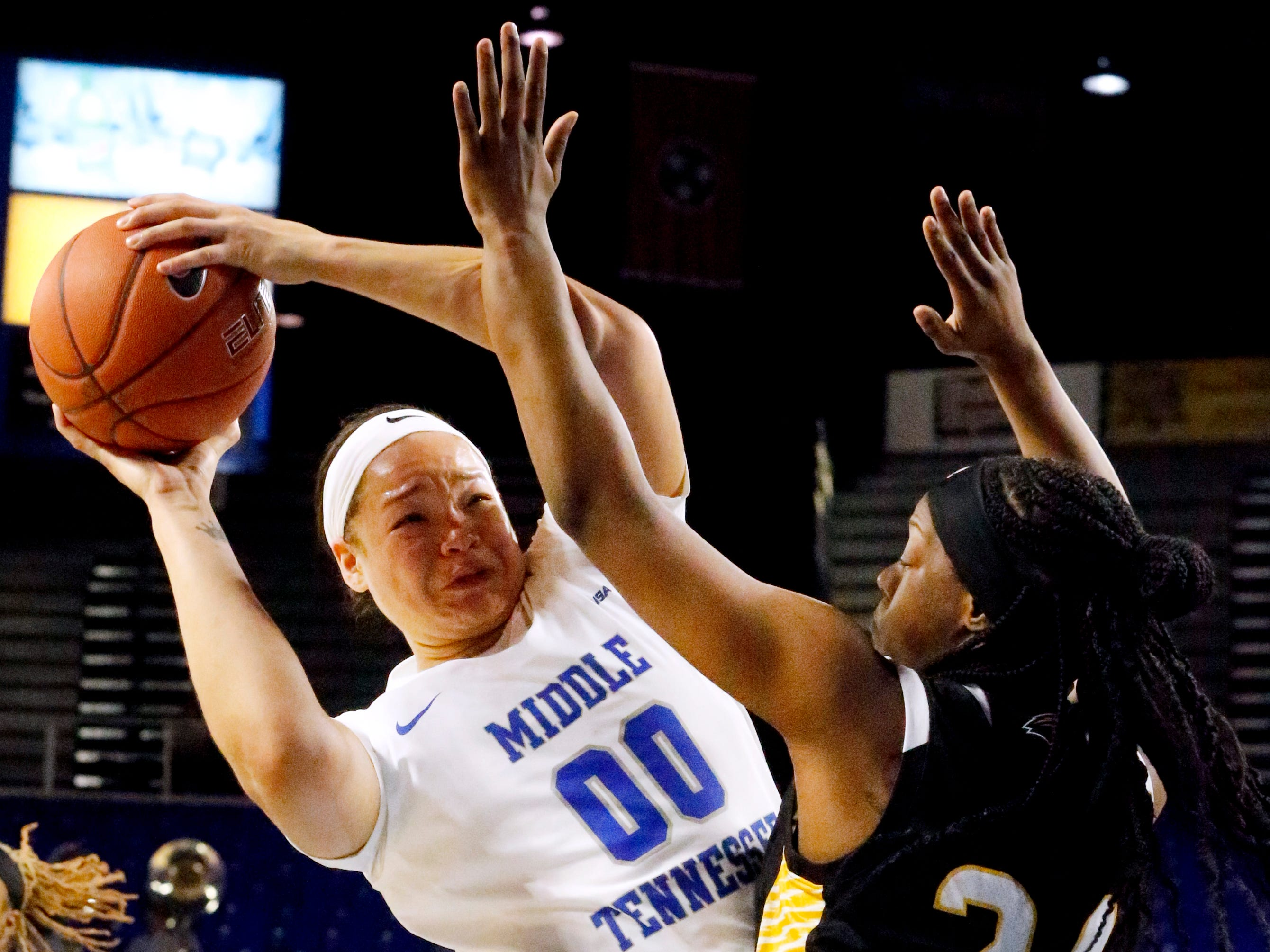 MTSU's forward Alex Johnson (00) goes for a shot as she is defended by Southern Miss' Kennedy Gavin (24), on Thursday Jan. 10, 2019.