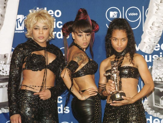 """TLC posing with their MTV Video Music Award for Best Group Video for """"No Scrubs."""""""