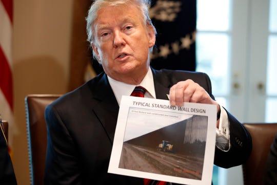 El presidente Trump lidera una mesa de discusión con líderes fronterizos en la Casa Blanca, acerca de seguridad en la frontera.
