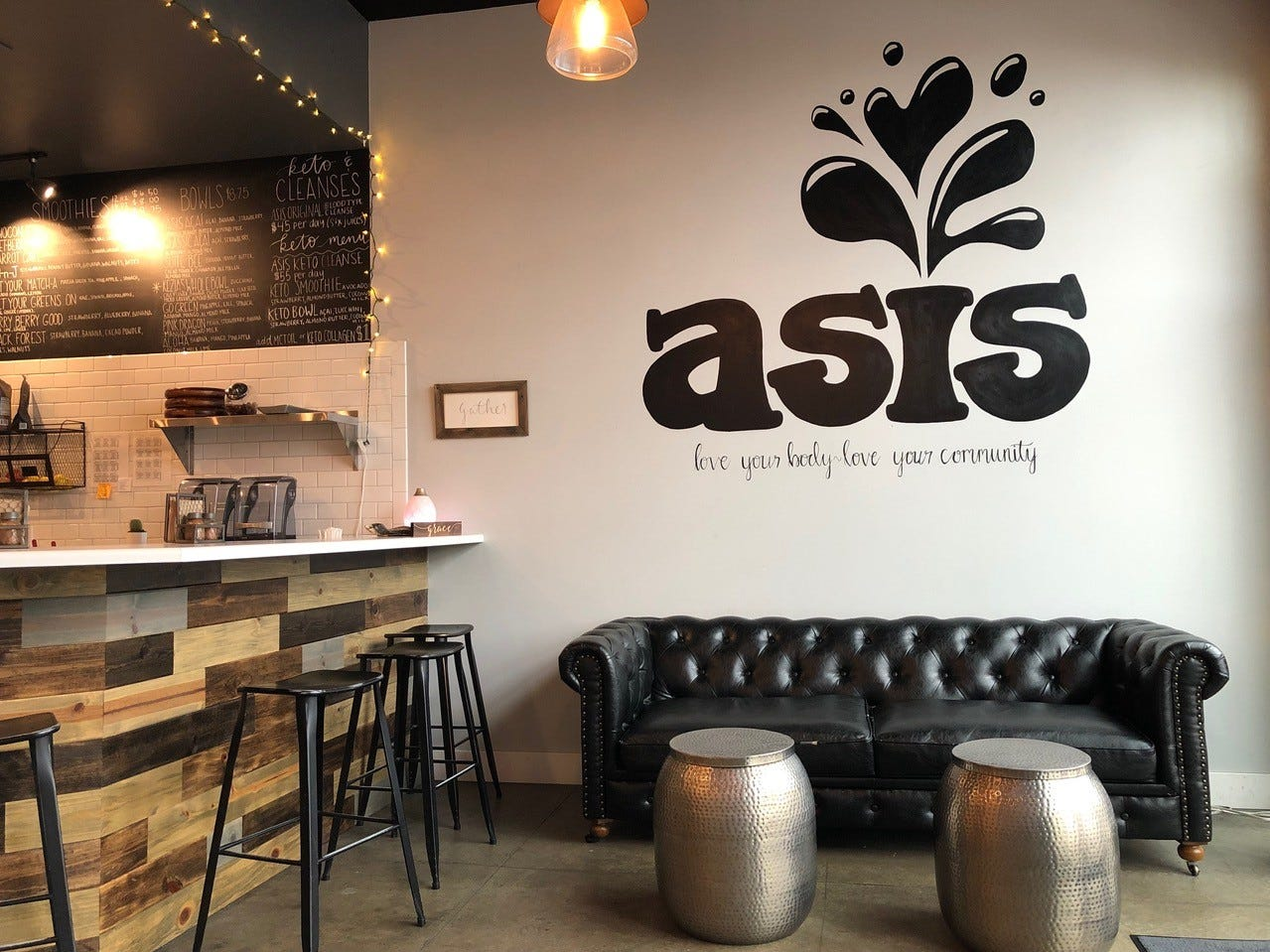 Interior of Asis Juicery in the Hilltop Landing shopping center.