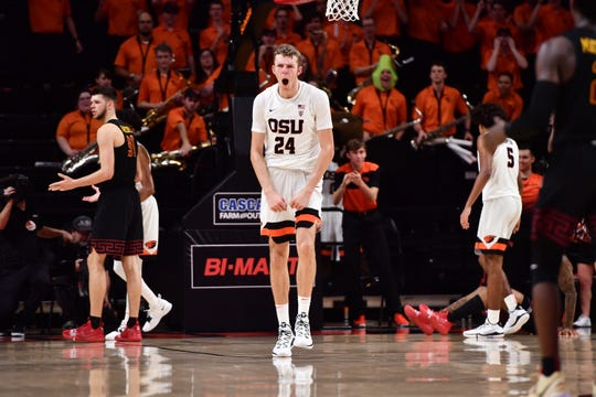 Oregon State's Kylor Kelley (No. 24) had seven blocked shots in the Beavers' 79-74 overtime win over USC at Gill Coliseum, Jan. 10, 2019.