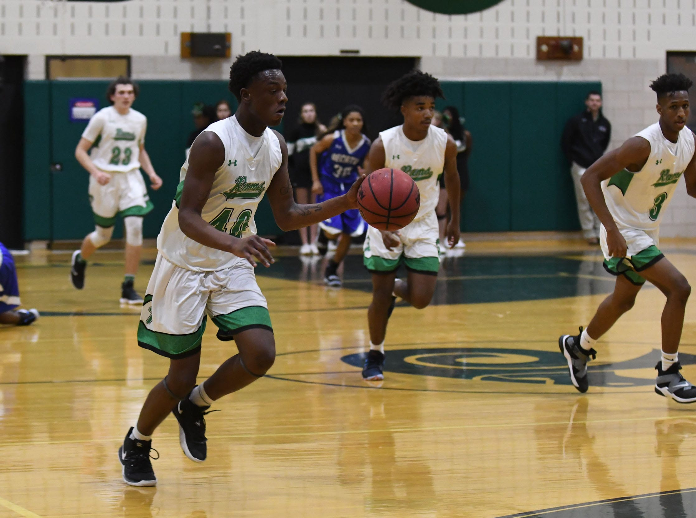 Parkside's Daquair Beaty drives the ball down the court against Stephen Decatur on Thursday, Jan. 10, 2019.