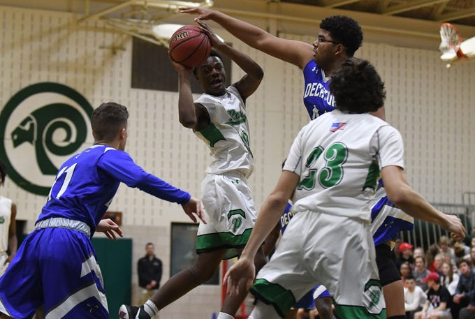 Parkside's Rashir Evans with the pass during the game against Stephen Decatur on Thursday, Jan. 10, 2019.