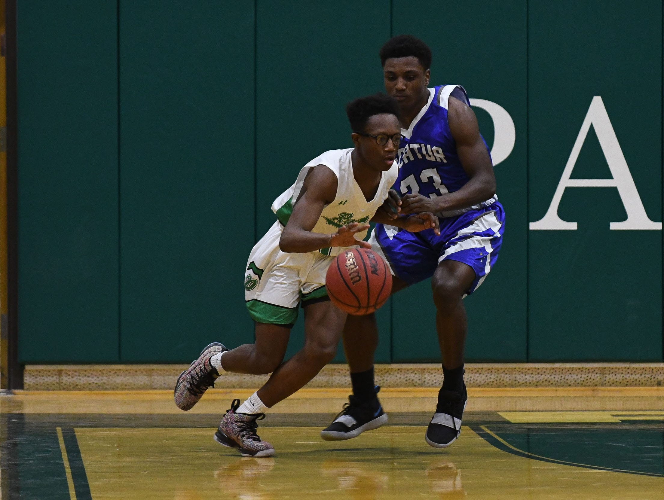 Parkside's Quamier Snell drives the ball down the court against Stephen Decatur on Thursday, Jan. 10, 2019.