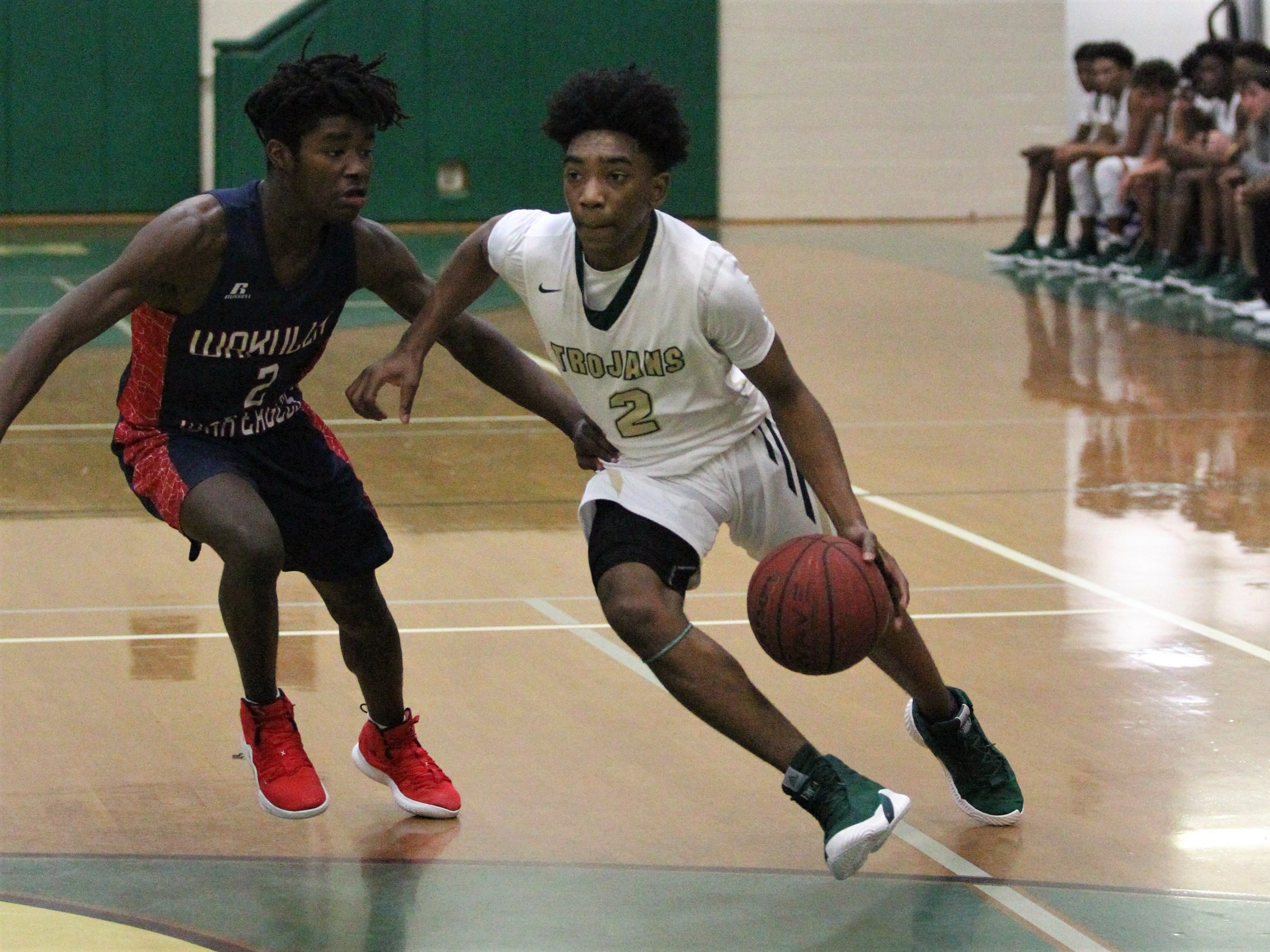Lincoln's Zae Wiggins drives to the basket during a home game against Wakulla  on Jan. 10, 2019.