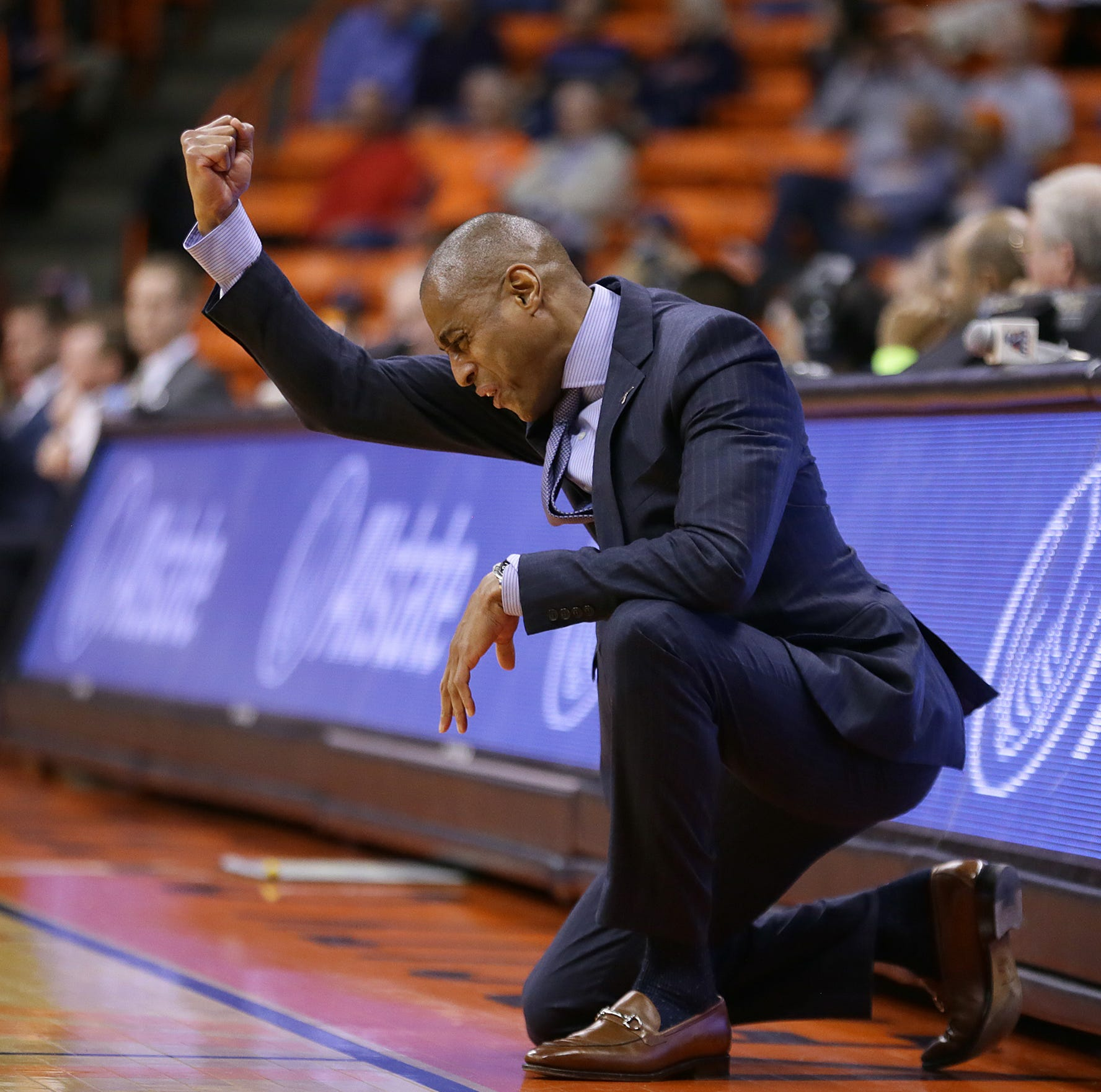 UTEP men's basketball falls to Middle Tennessee after Terry ejected, 4 players foul out