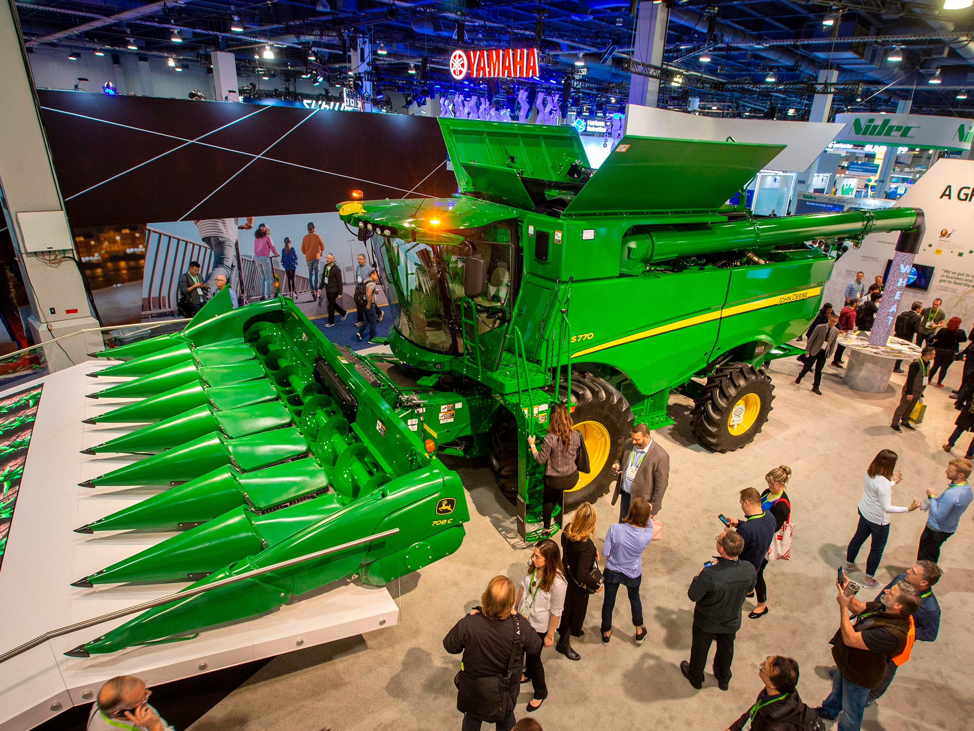A John Deere s770 combine with AI capabilities.