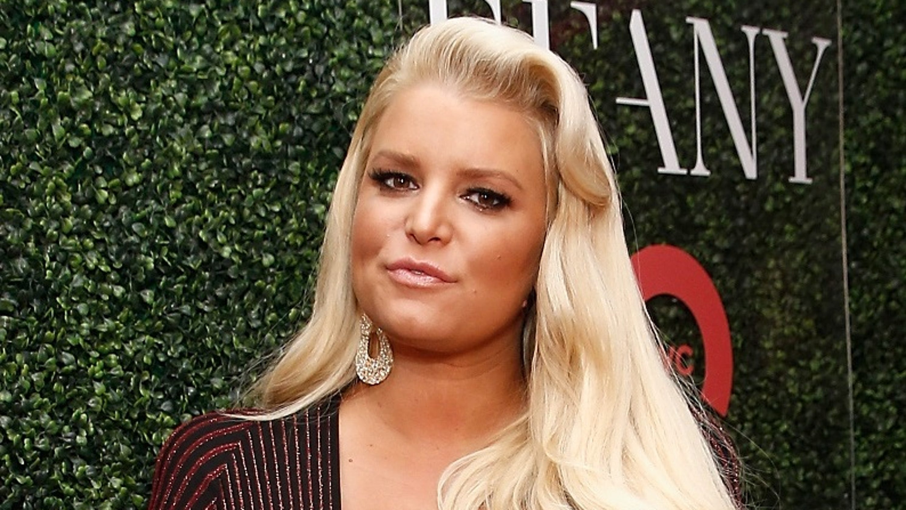 ca391a0161 Jessica Simpson shares pic of severely swollen foot