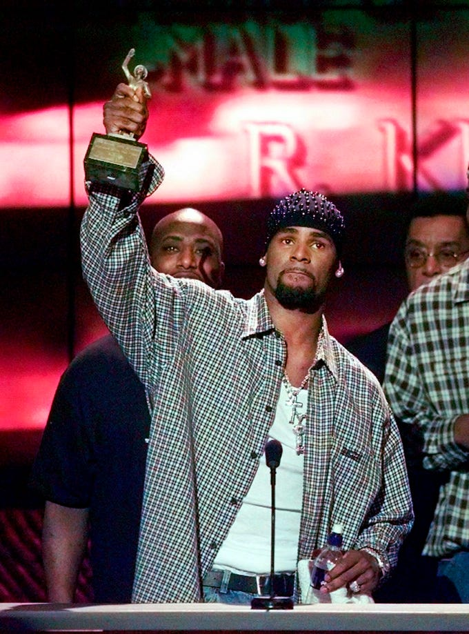 "R. Kelly accepts the Sammy Davis Jr. Award for Male ""Entertainer of the Year"" at the 13th annual Soul Train Music Awards in Los Angeles on March 26,1999."