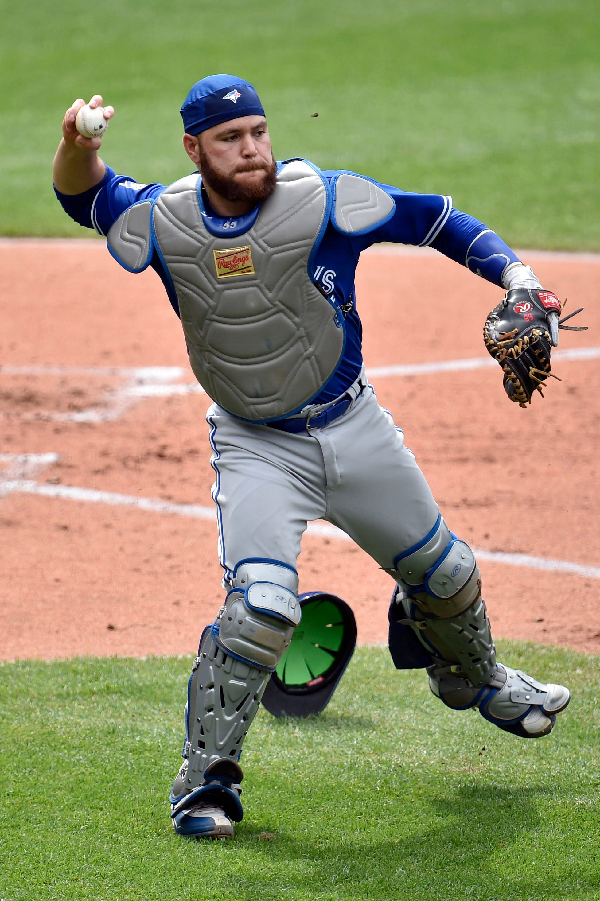 Blue Jays catcher Russell Martin traded to Dodgers