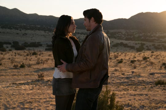 """Jeanine Mason as Liz Ortecho and Nathan Dean Parsons as Max Evans in """"Roswell, New Mexico."""""""
