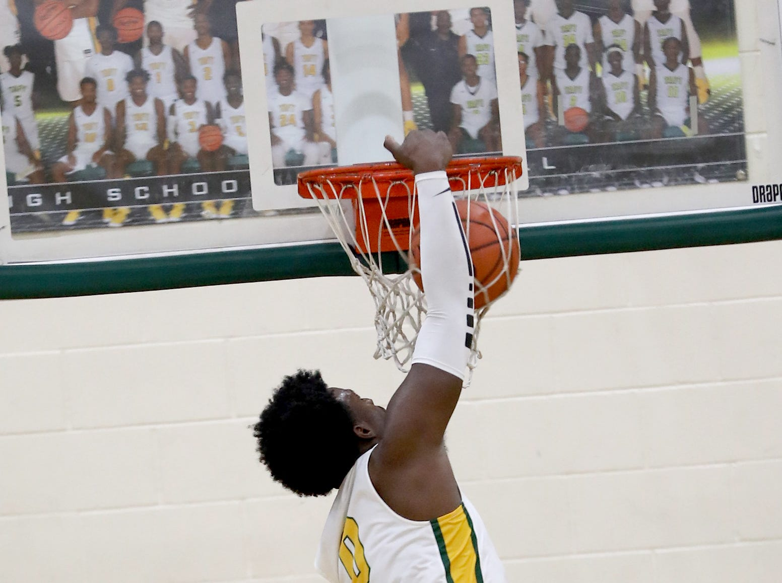 Taft forward Cleveland Farmer dunks.