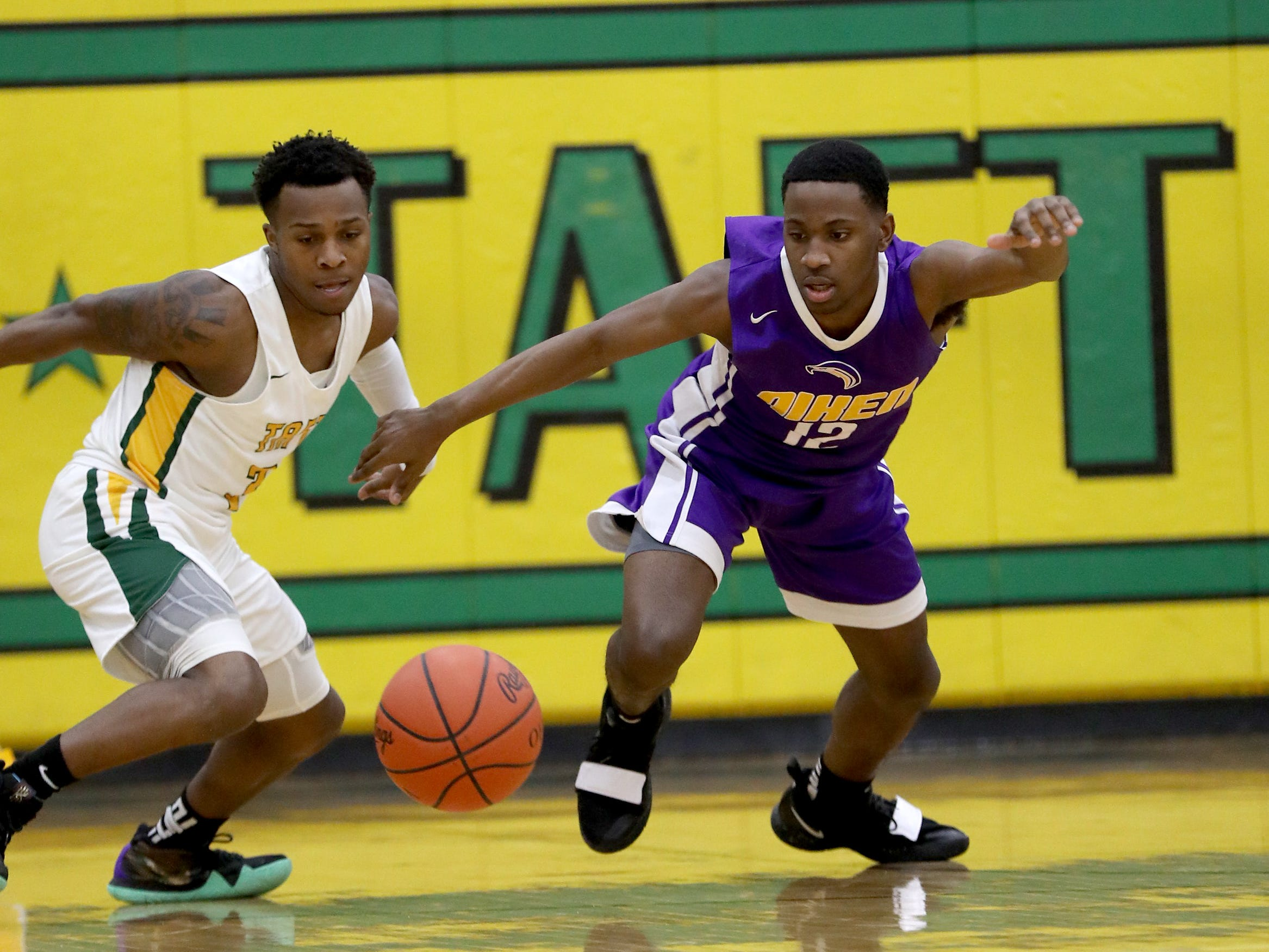 Taft guard Demaro Bradley, left, and Aiken guard Jakada Stone chase a loose ball.