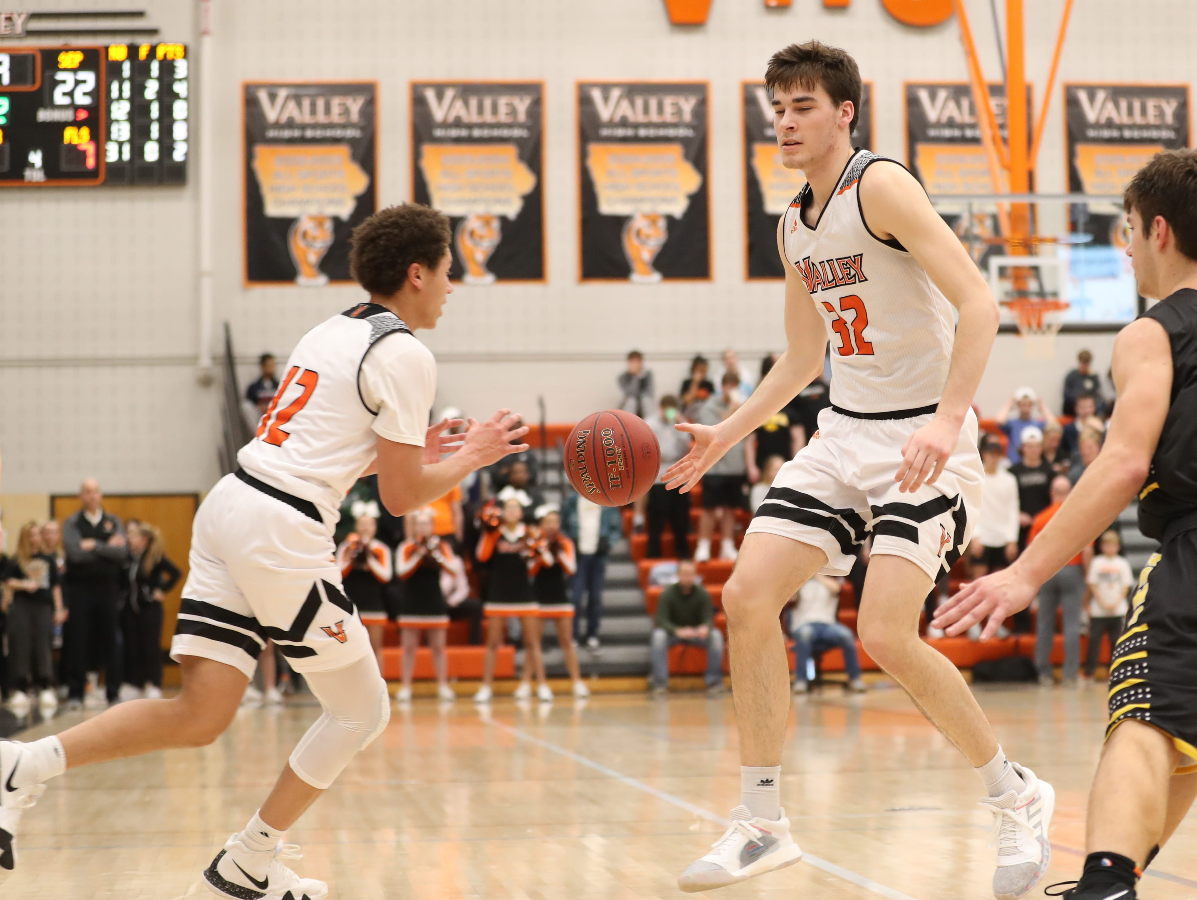 Valley Tigers' Will Berg (32) passes to  Evan Obia (12) during a boys basketball game at Valley High School on Jan. 11, 2019. Valley won, 61-54.
