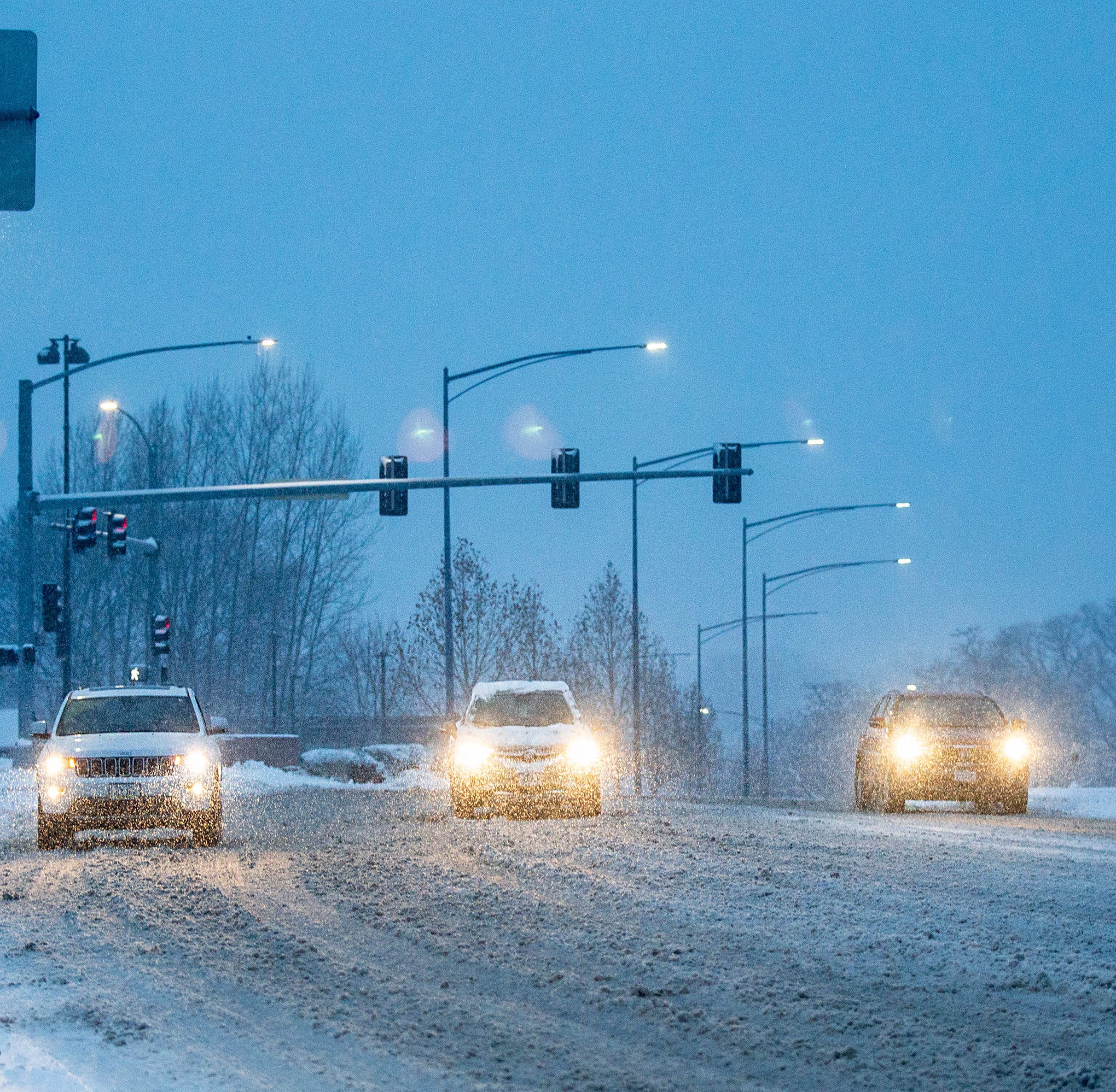 Meteorologist: Snow, ice could make Tuesday morning's commute a 'nightmare' for Iowa drivers