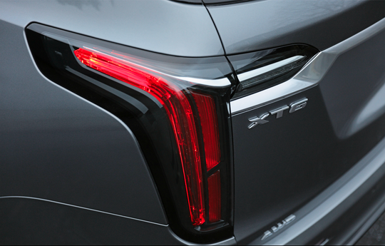 The 2020 Cadillac XT6's tail lights have a new interpretation of the brand's vertical lighting theme.