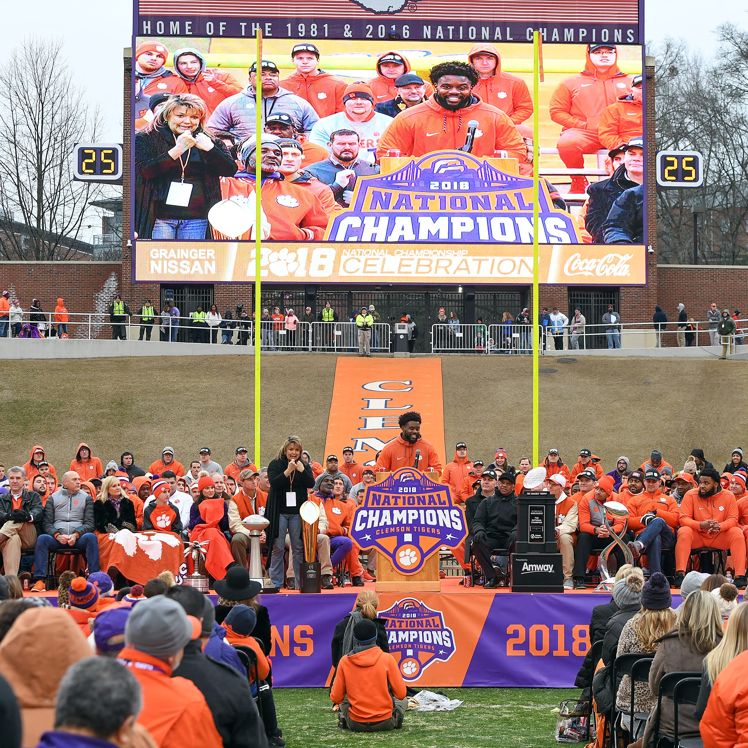 President Trump criticized for inviting Clemson to White House amid government shutdown