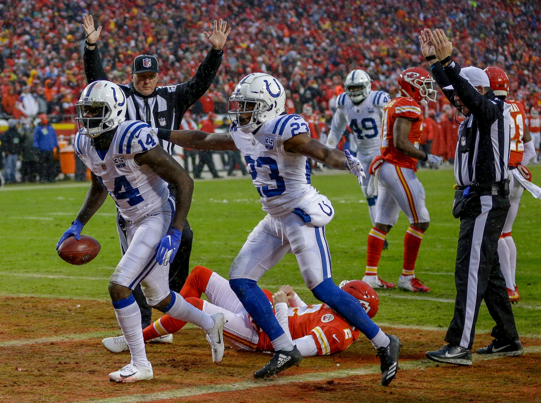 Indianapolis Colts wide receiver Zach Pascal (14) pulls in a blocked punt for a touchdown against the Kansas City Chiefs in the second quarter at Arrowhead Stadium in Kansas City, Mo., on Saturday, Jan. 12, 2019.