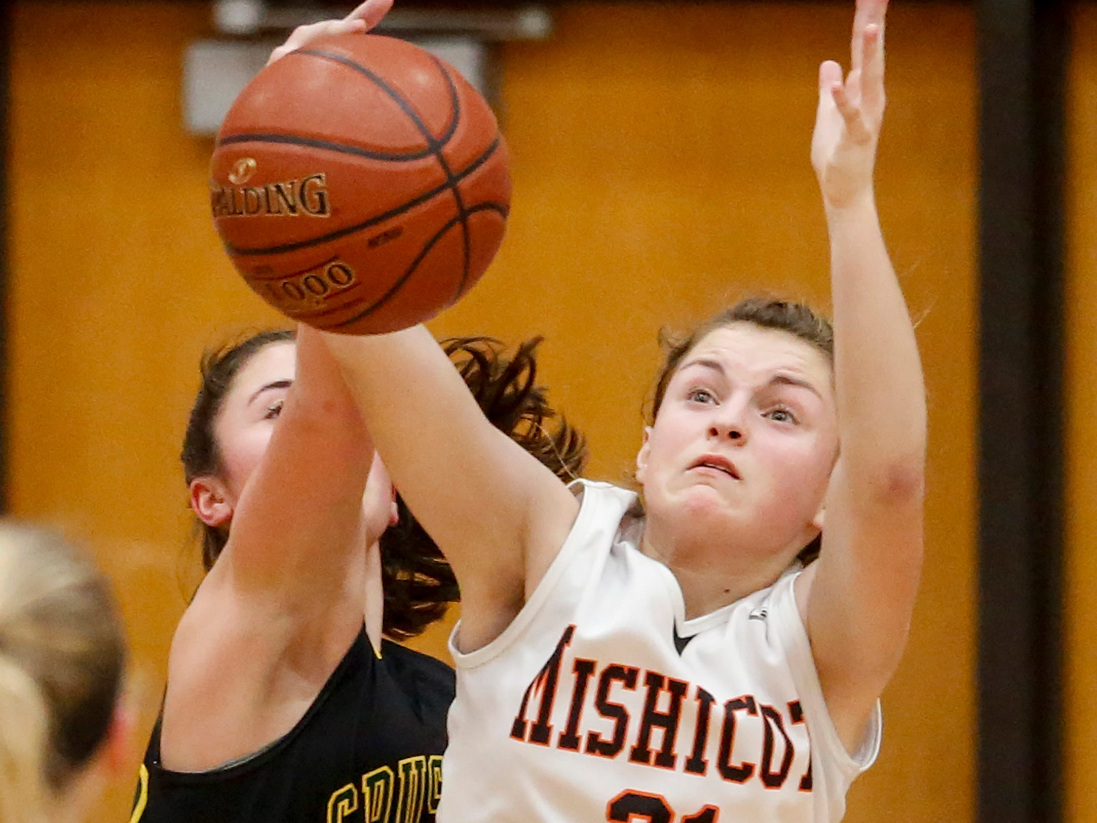 Mishicot's Abigail Garceau rebounds against Sheboygan Area Lutheran during a Big East Conference matchup at Mishicot High School Friday, January 11, 2019, in Mishicot, Wis. Joshua Clark/USA TODAY NETWORK-Wisconsin