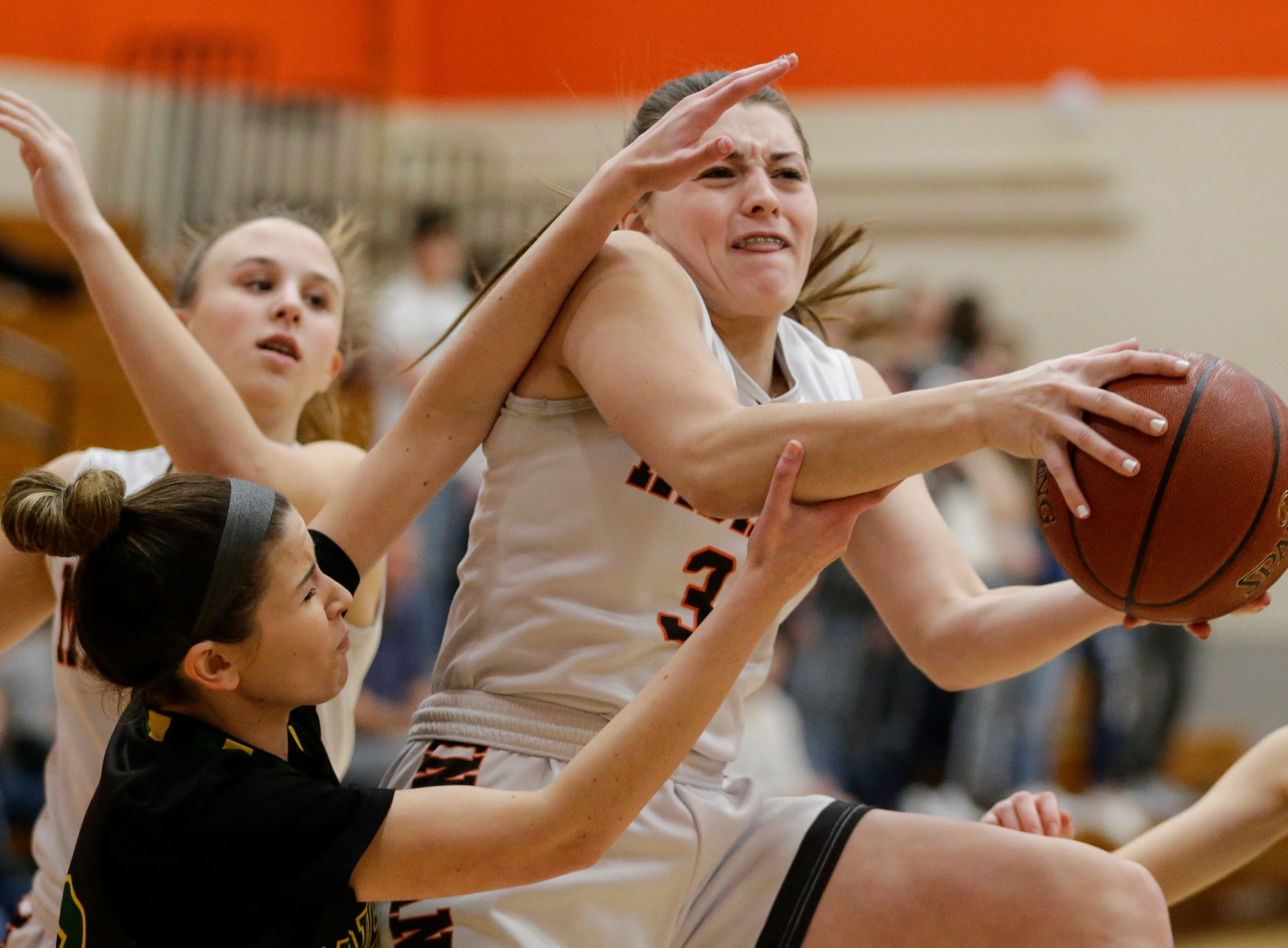 Mishicot's Karly Ayotte (34) drives to the basket against Sheboygan Area Lutheran during a Big East Conference matchup at Mishicot High School Friday, January 11, 2019, in Mishicot, Wis. Joshua Clark/USA TODAY NETWORK-Wisconsin