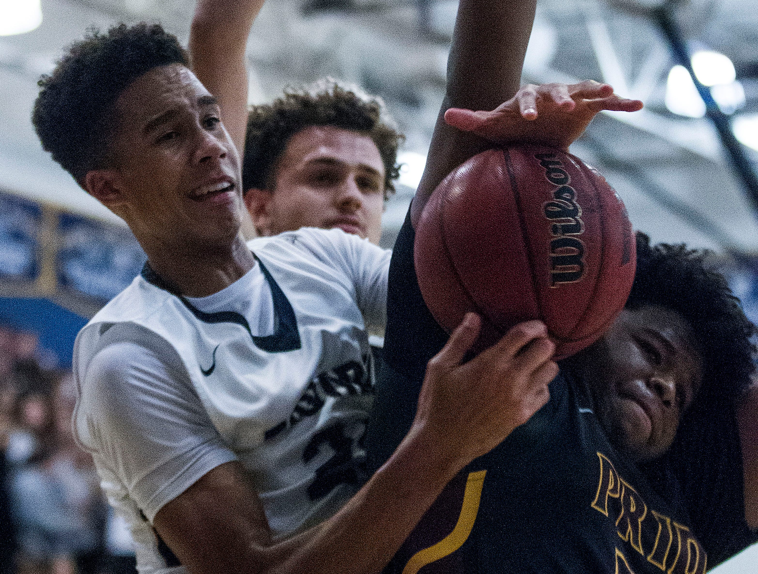 Desert Vista's Osasere Ighodaro (24) gets tangled up with Mountain Pointe's Kalil Simmons (35) during in the first half of their game at Desert Vista High School in Phoenix, Friday, Jan.11, 2019.