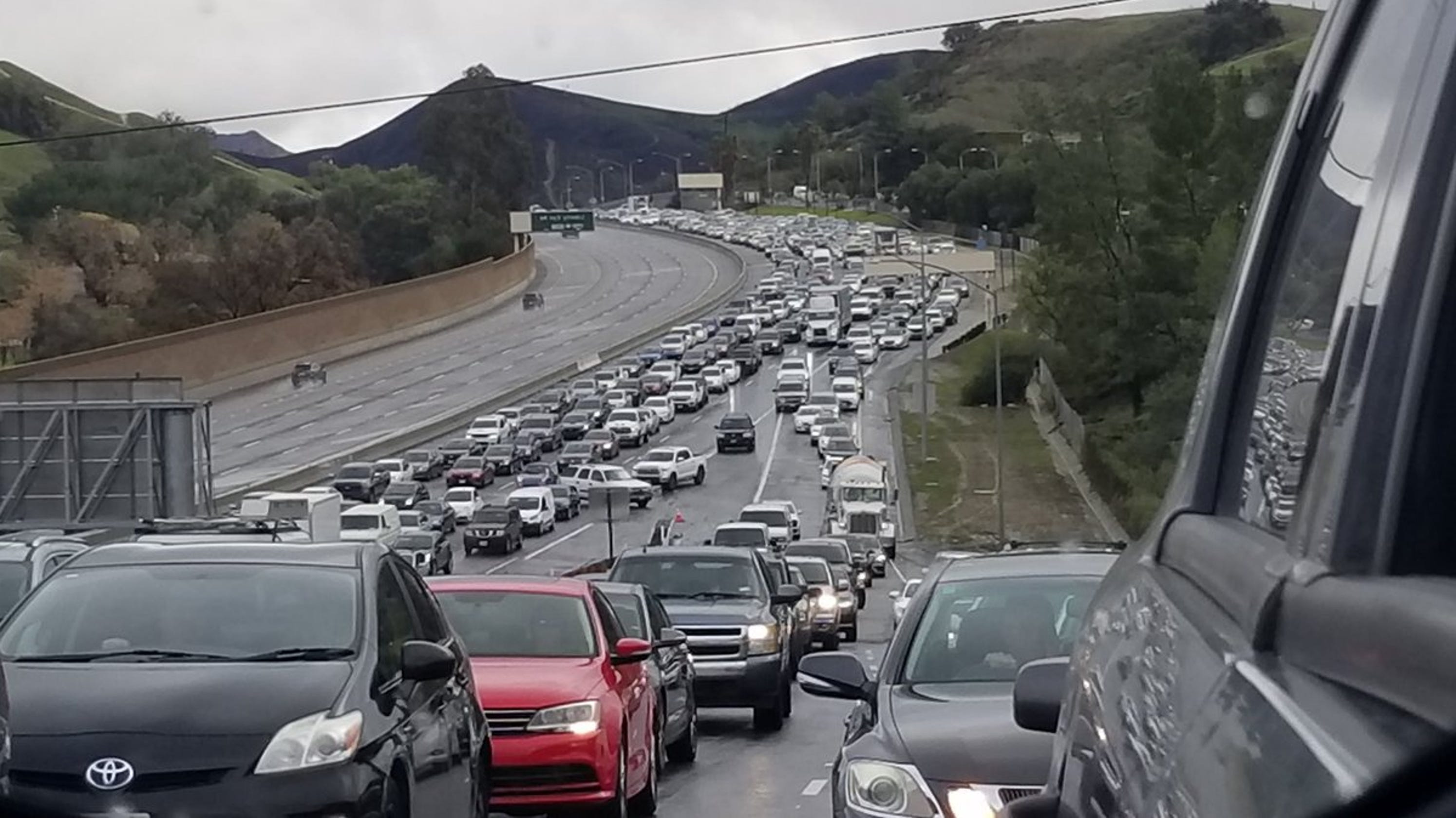 Officers kill suspect in Highway 101 standoff just south of