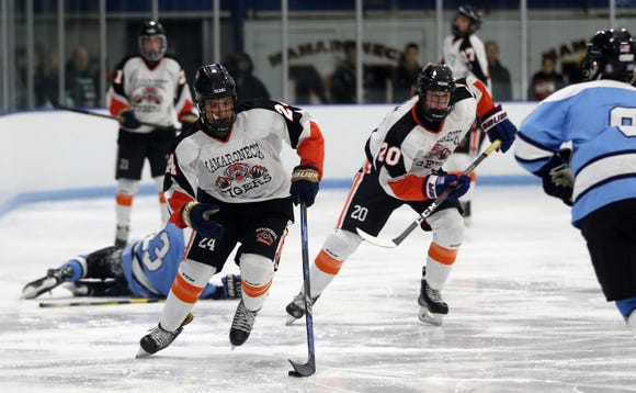 Mamaroneck and Suffern played to a 2-2 tie in hockey action at Hommocks Park Ice Rink in Mamaroneck Jan. 11, 2019.