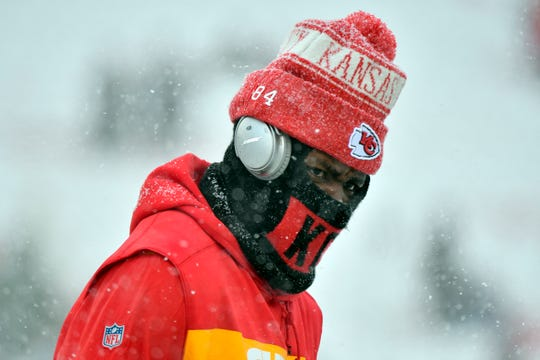 Kansas City Chiefs tight end Demetrius Harris (84) warms up before an NFL divisional football playoff game against the Indianapolis Colts in Kansas City, Mo., Saturday, Jan. 12, 2019.