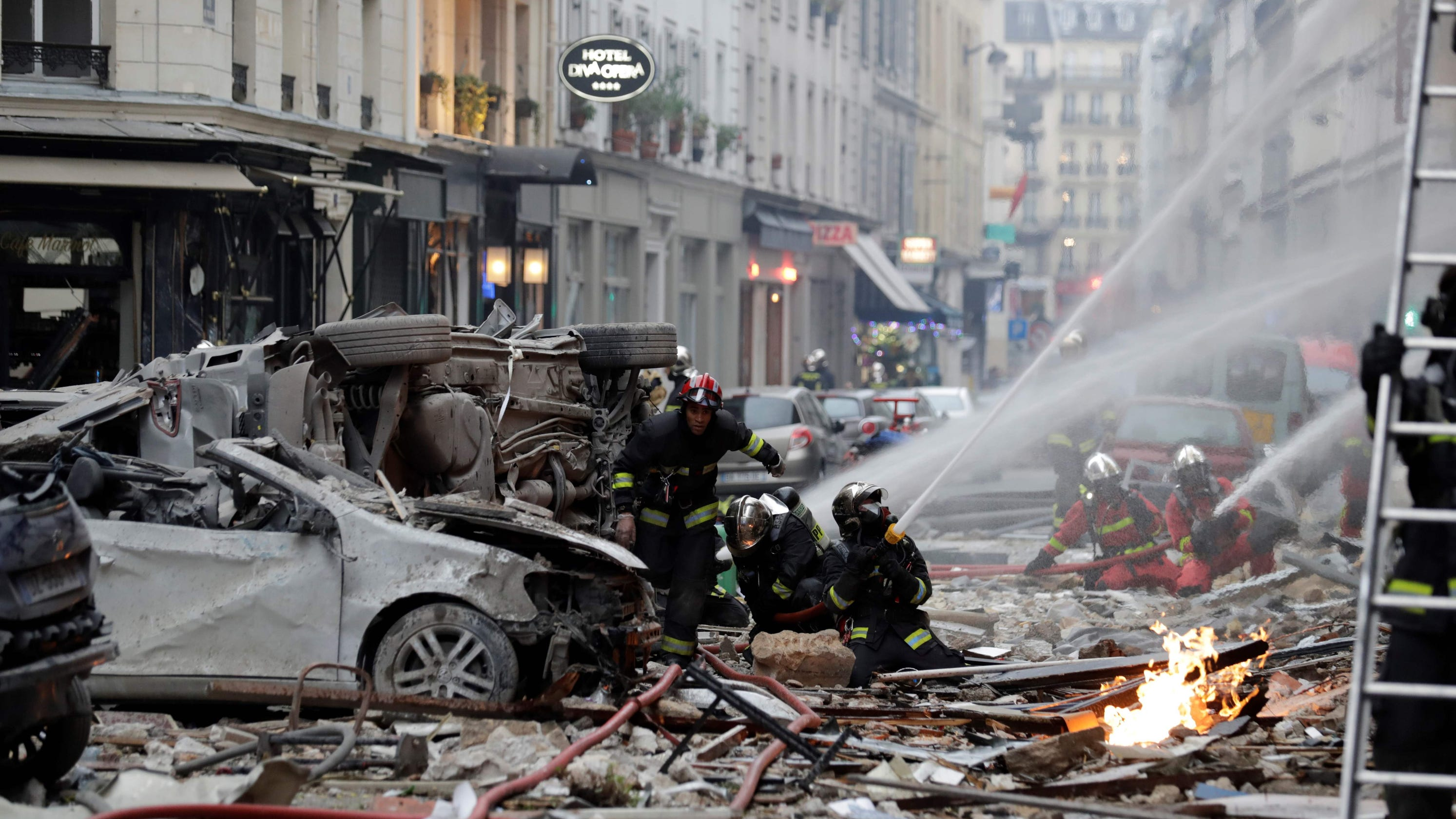 paris bakery explosion 2 firefighters dead 47 injured. Black Bedroom Furniture Sets. Home Design Ideas