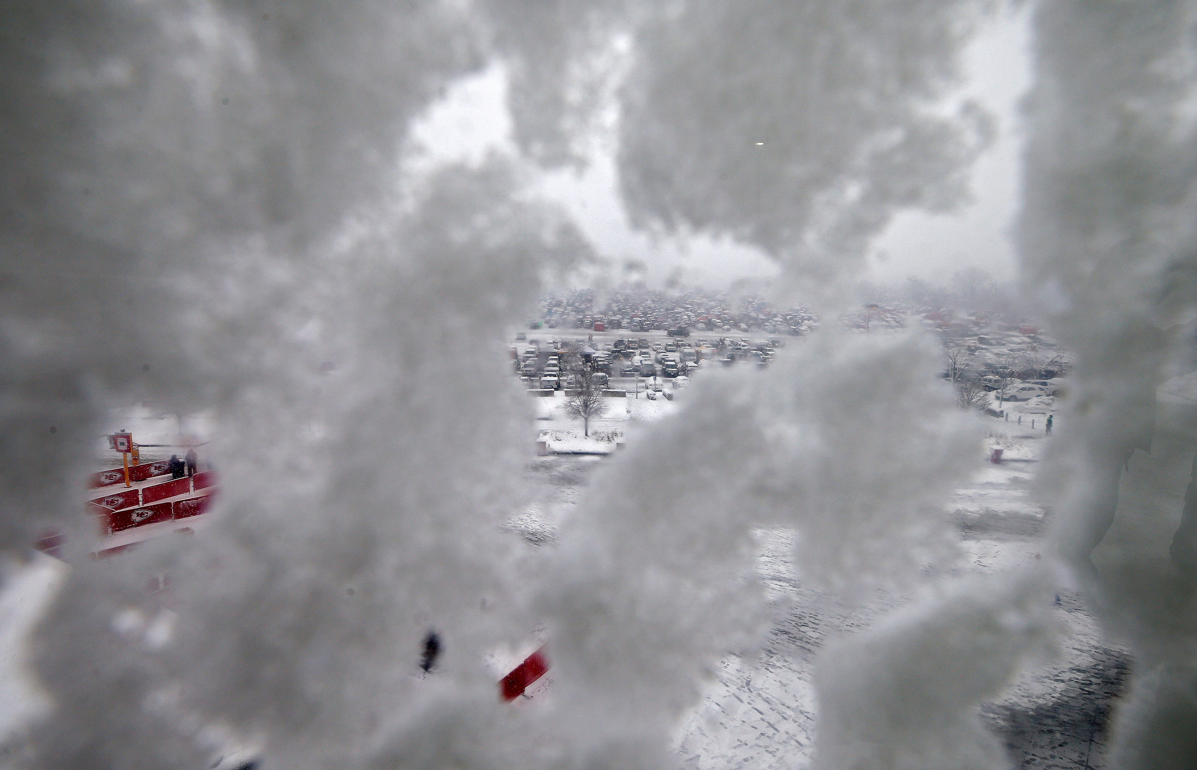 No shutdown for Weather Service 'tirelessly' forecasting snowstorm