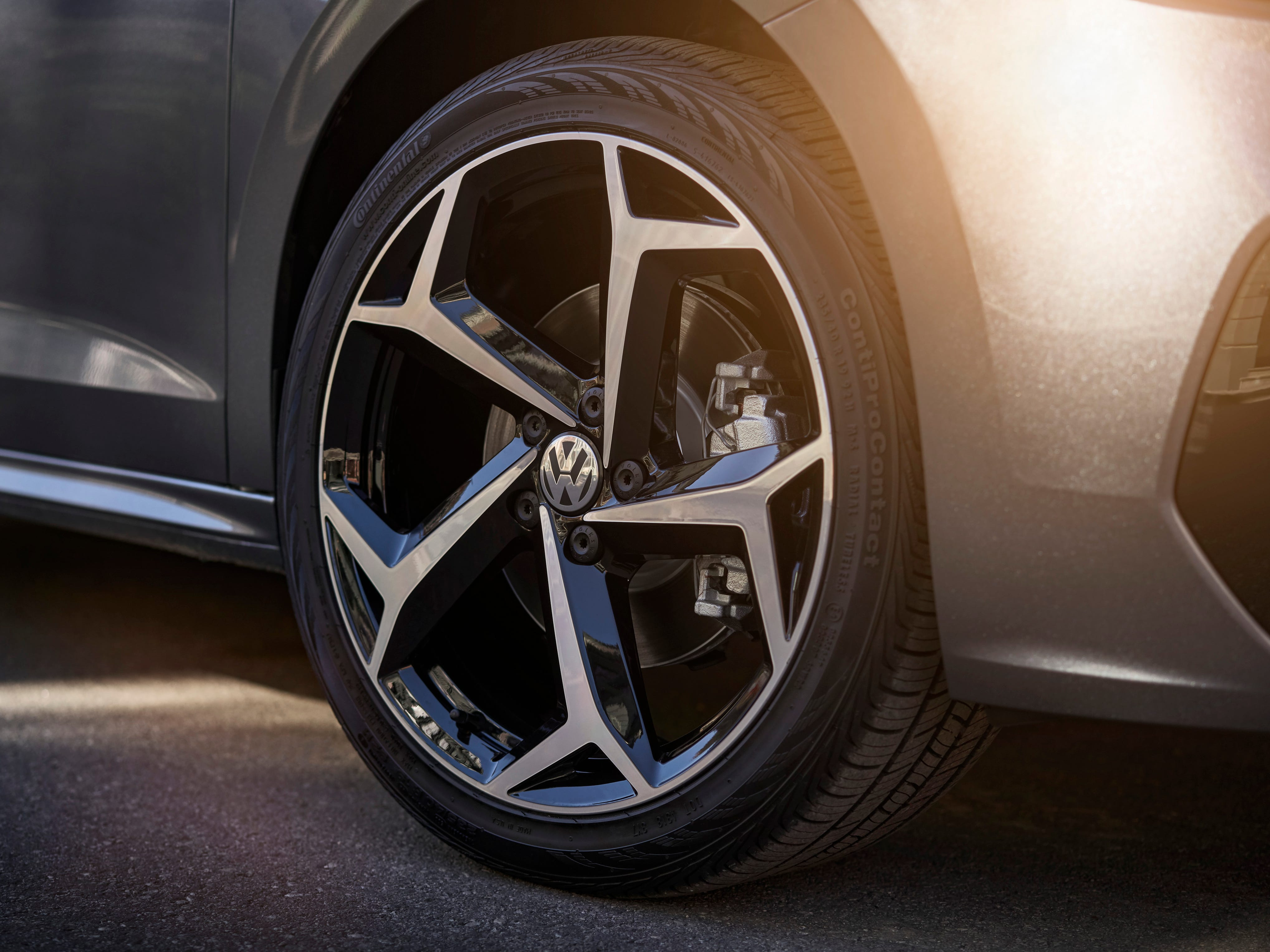 Standard 17-inch aluminum-alloy wheels enhance the sophisticated design, and 18- and 19-inch wheels are available.