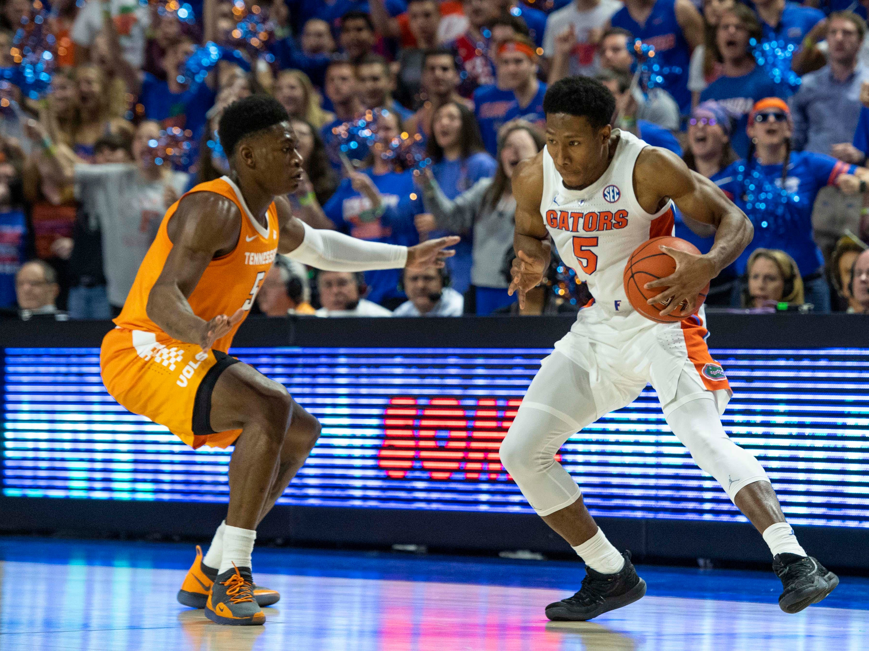 Florida Gators guard KeVaughn Allen (5) makes a spin move as Tennessee Volunteers guard Admiral Schofield (5) defends  on Jan. 12, 2019.
