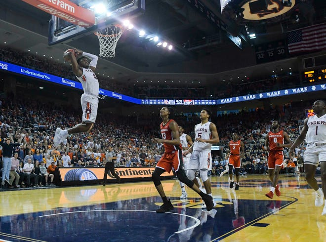 Auburn forward Malik Dunbar (4) dunks against Georgia during the second half of an NCAA college basketball game Saturday, Jan. 12, 2019, in Auburn, Ala.