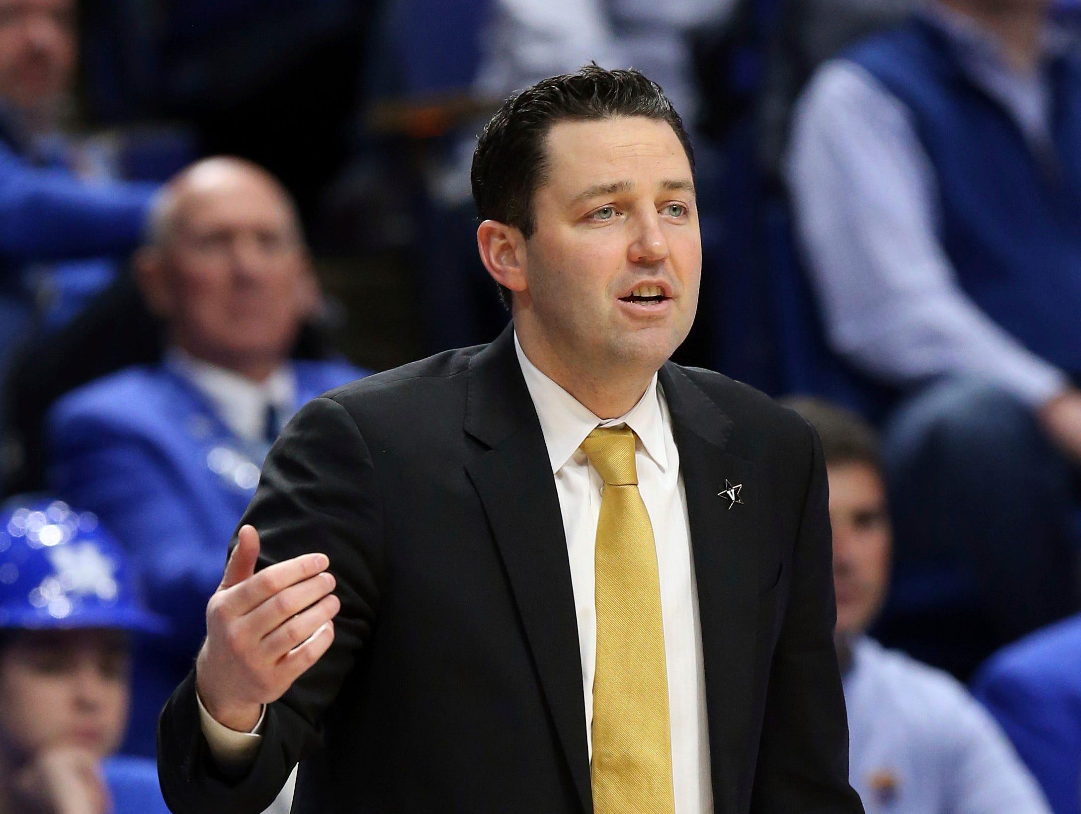 Vanderbilt head coach Bryce Drew directs his team on Jan. 12, 2019.