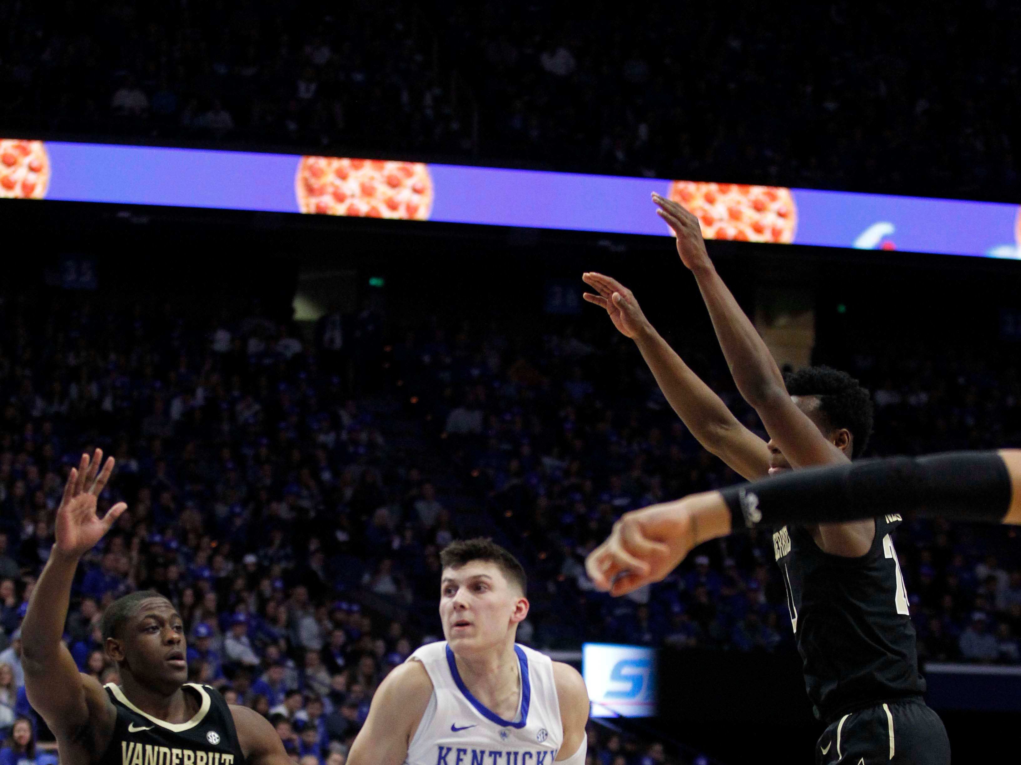 Kentucky Wildcats guard Tyler Herro (14) takes the ball to the basket against Vanderbilt Commodores guard Maxwell Evans (3) on Jan. 12, 2019.