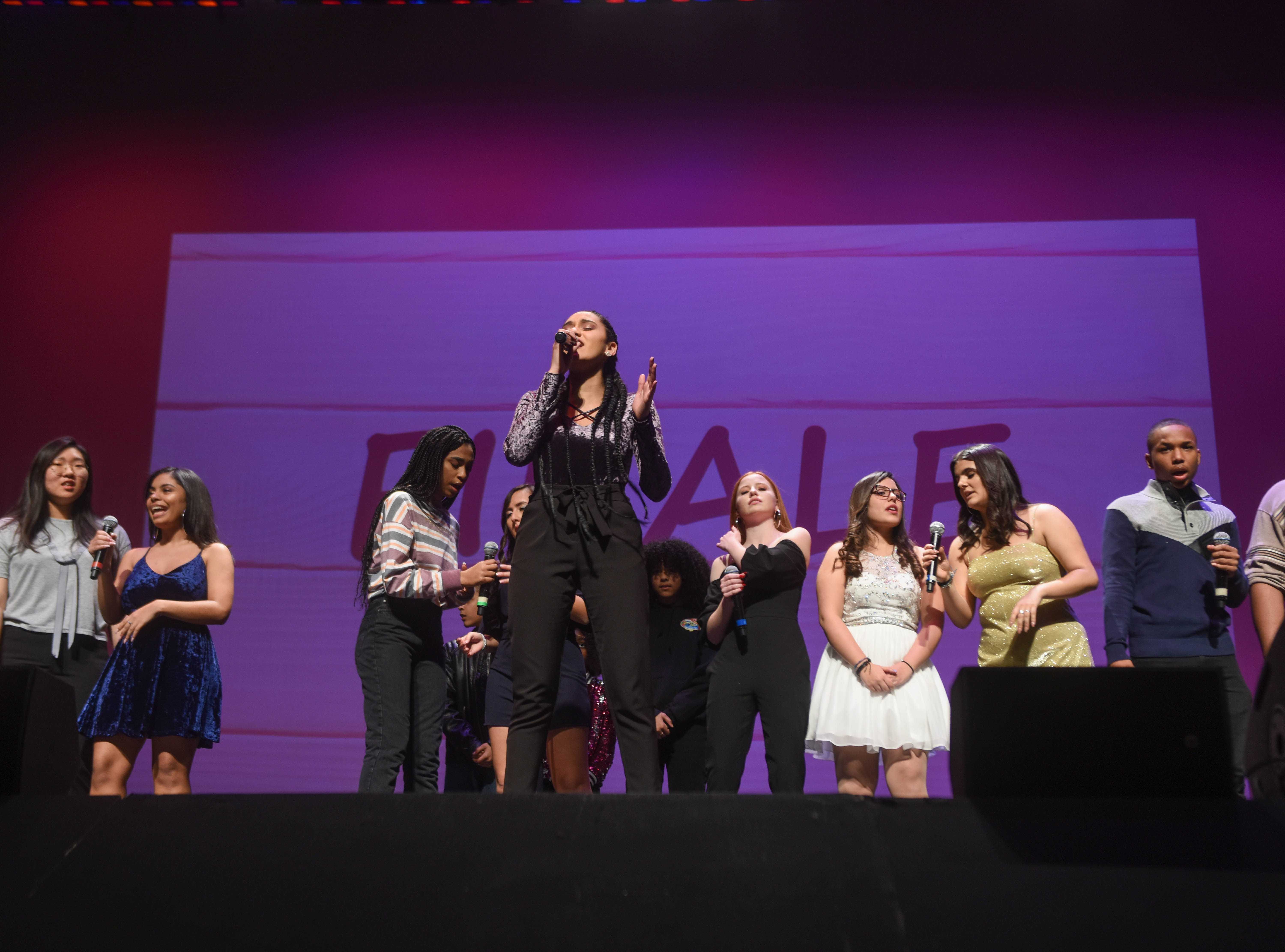 The 2019 Englewood Idols perform together. The 2019 Englewood Idol was held at bergenPAC theater. The singing competition is open to any high school student who currently lives or goes to school in Englewood, NJ. This years winner was Genesis Capellan. 01/11/2019