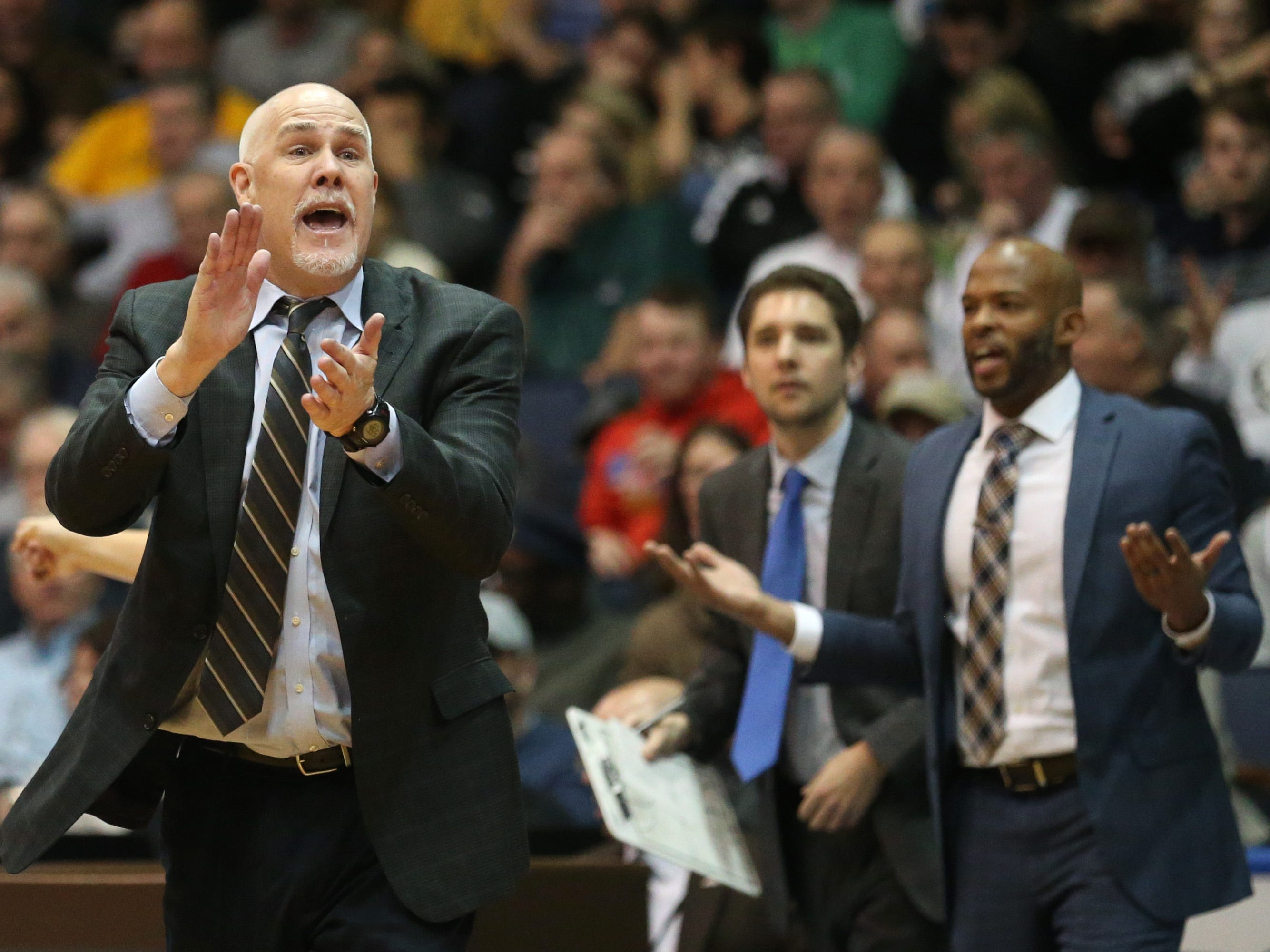 St. Bonaventure head coach Mark Schmidt, left, tries to convince the refs to reverse a possession call late in the second half.