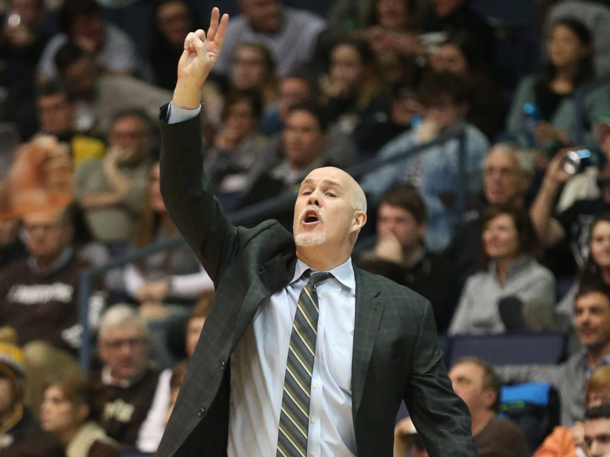 St. Bonaventure head coach Mark Schmidt calls out a play in the second half.