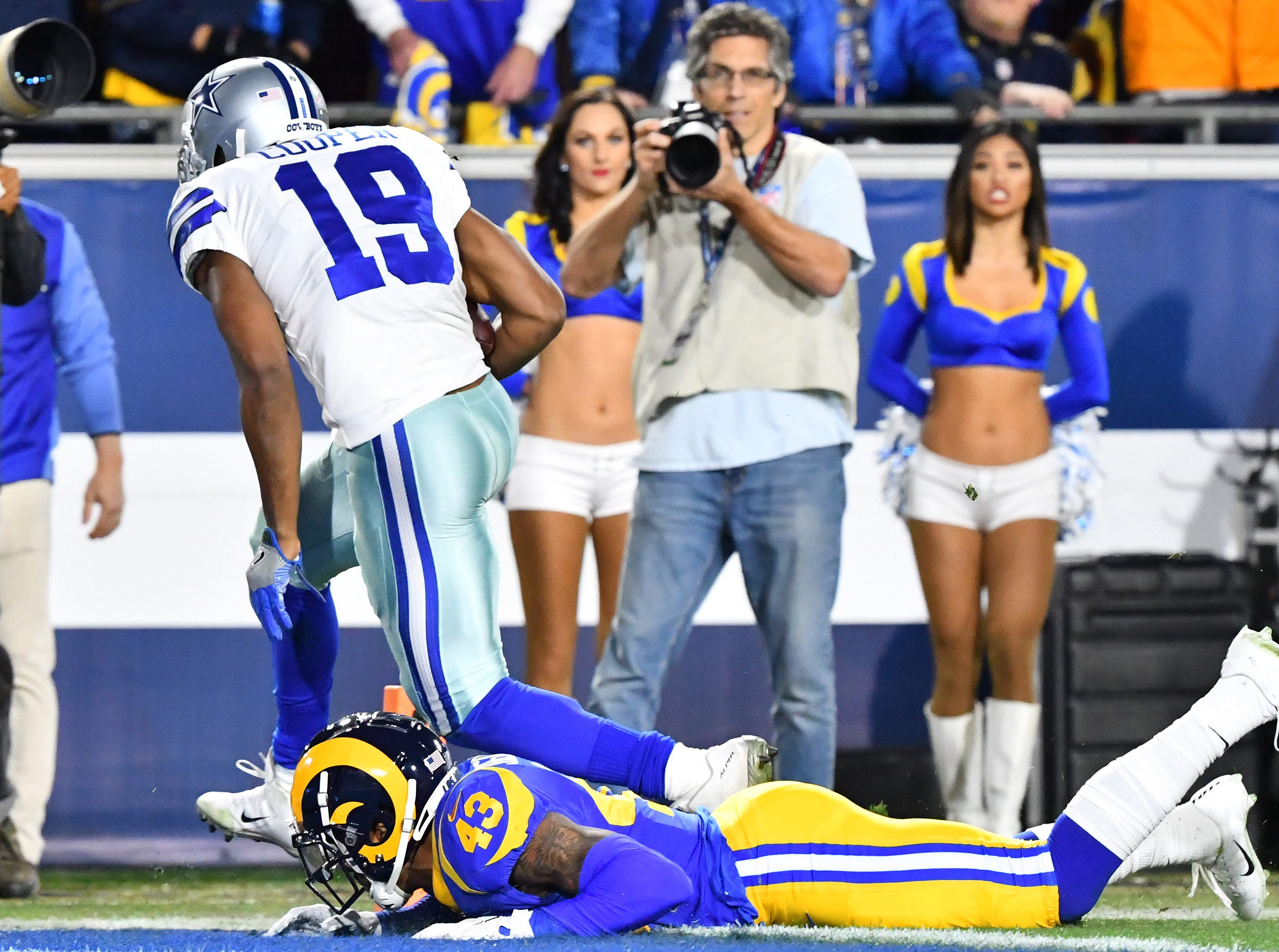 Dallas Cowboys wide receiver Amari Cooper (19) scores a touchdown against the Los Angeles Rams in the first quarter at the Los Angeles Memorial Coliseum.