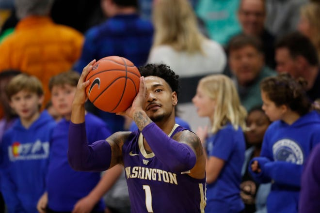 """Huskies guard David Crisp said the basket looks like """"the ocean"""" to him right now. Crisp is shooting 67.8 percent from 3-point range and averaging more than 18 points per game in three Pac-12 contests."""