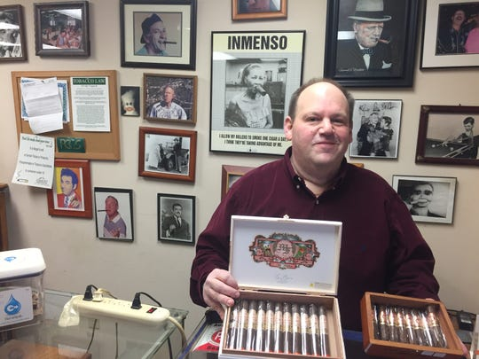 Howie Weisburgh will close his South Burlington cigar store, Howie's Humidor, after 23 years in business.