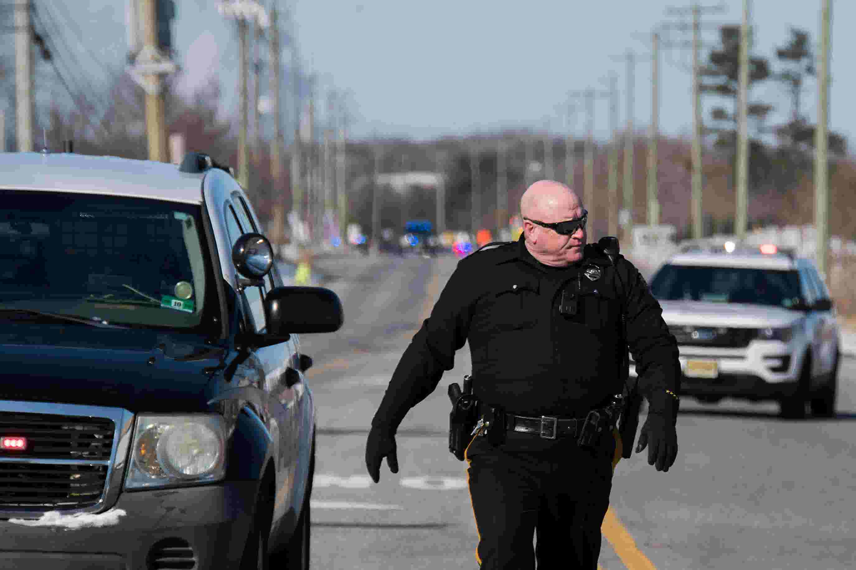 RAW VIDEO: Police respond to active shooter at UPS facility in Logan  Township