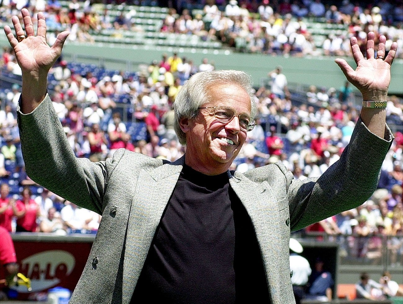 Text: 2000.07.08.12.1 REDS-SPORTS: Cincinnati Reds announcer Marty Brennaman waves to the crowd during ceremonies prior to the Cleveland Indians and Cincinnati Reds game honoring Mr. Brennaman who will be inducted into Baseball's Hall of Fame later this month.