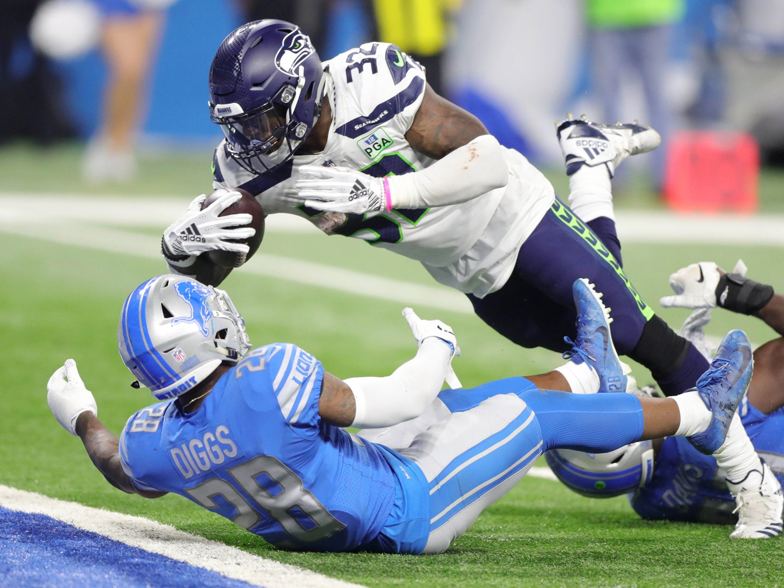 Lions safety Quandre Diggs, left, and linebacker Jarrad Davis give up a touchdown to Seahawks running back Chris Carson during the fourth quarter of the Lions' 28-14 loss on Sunday, Oct. 28, 2018, at Ford Field.