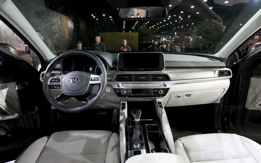 The interior showing the driver and passenger seating and dashboard of the 2019 Kia Telluride.