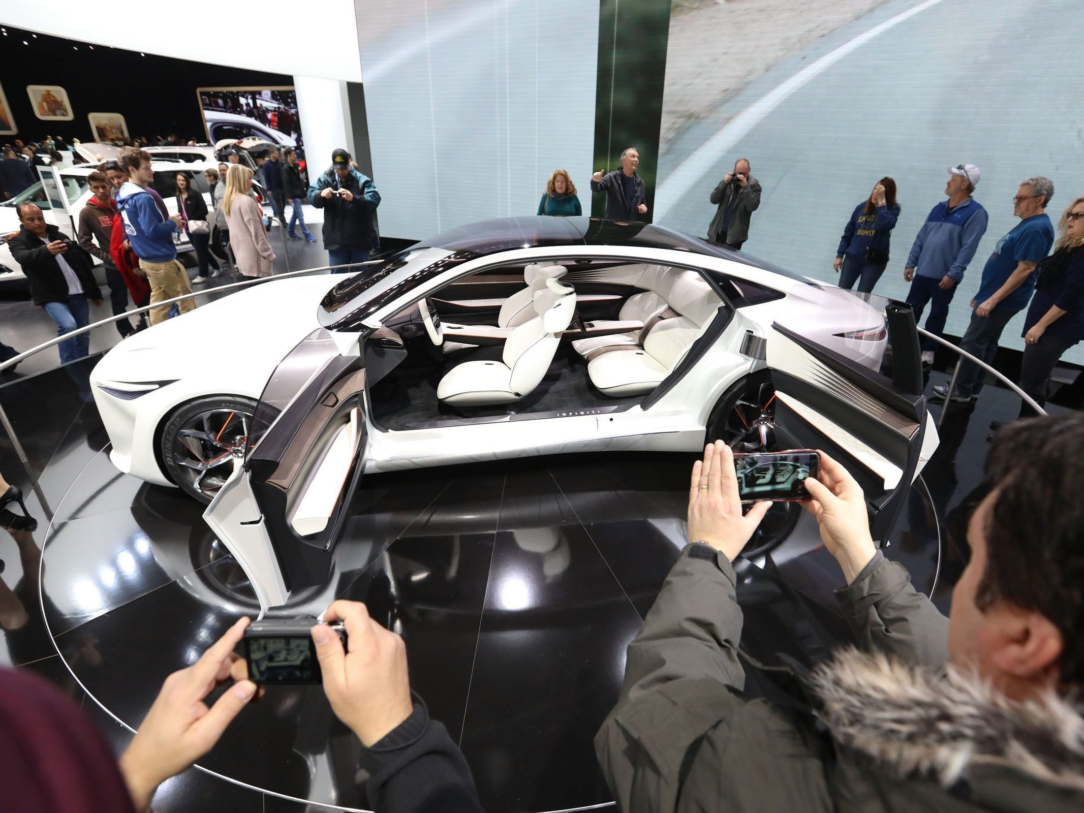 The Infiniti Q80 Inspiration concept draws a crowd during the first public day of the North American International Auto Show in Detroit on Saturday, Jan. 20, 2018.