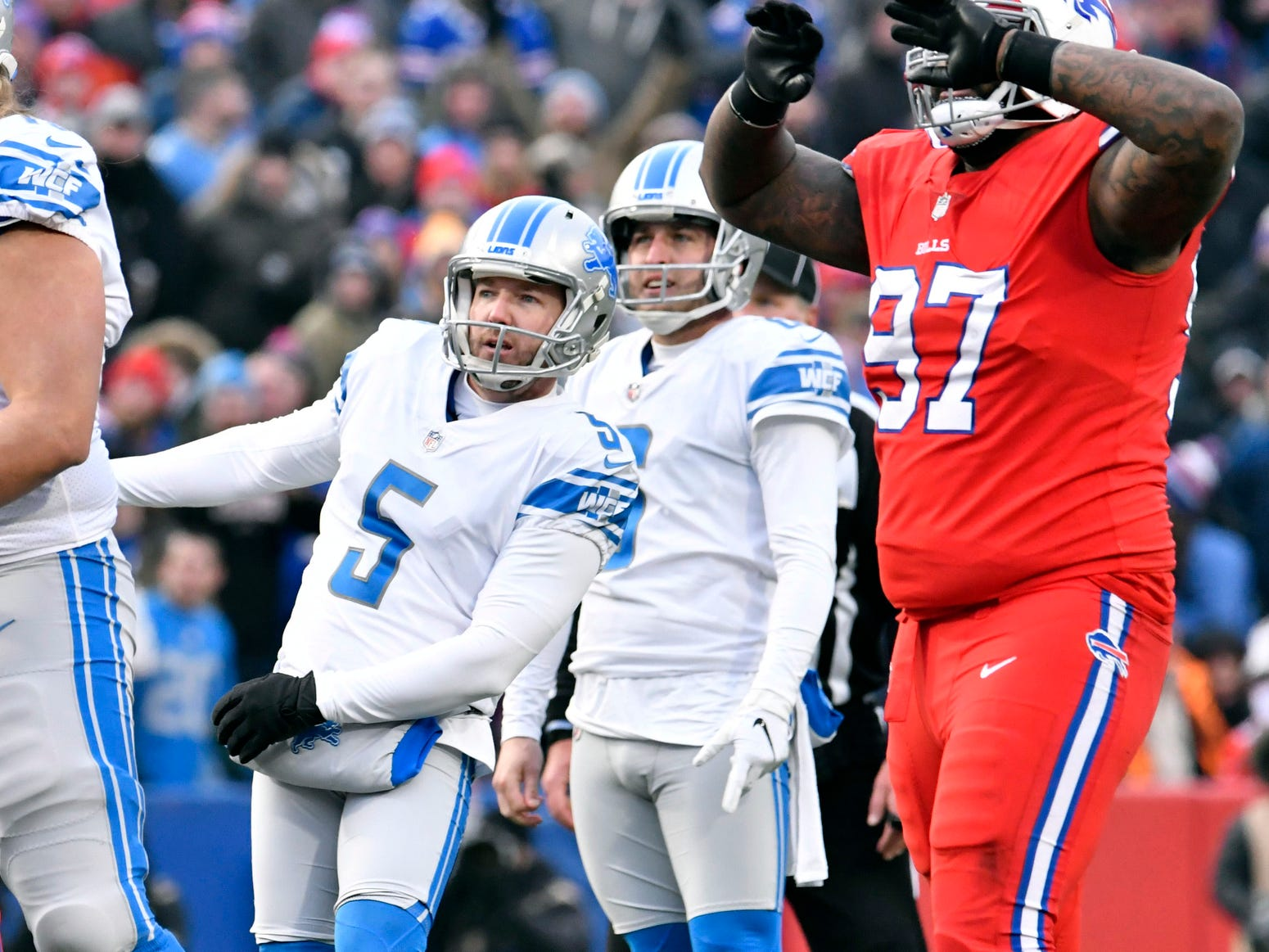 Lions kicker Matt Prater watches his field goal attempt miss late in the fourth quarter of the Lions' 14-13 loss on Sunday, Dec. 16, 2018, in Orchard Park, N.Y.