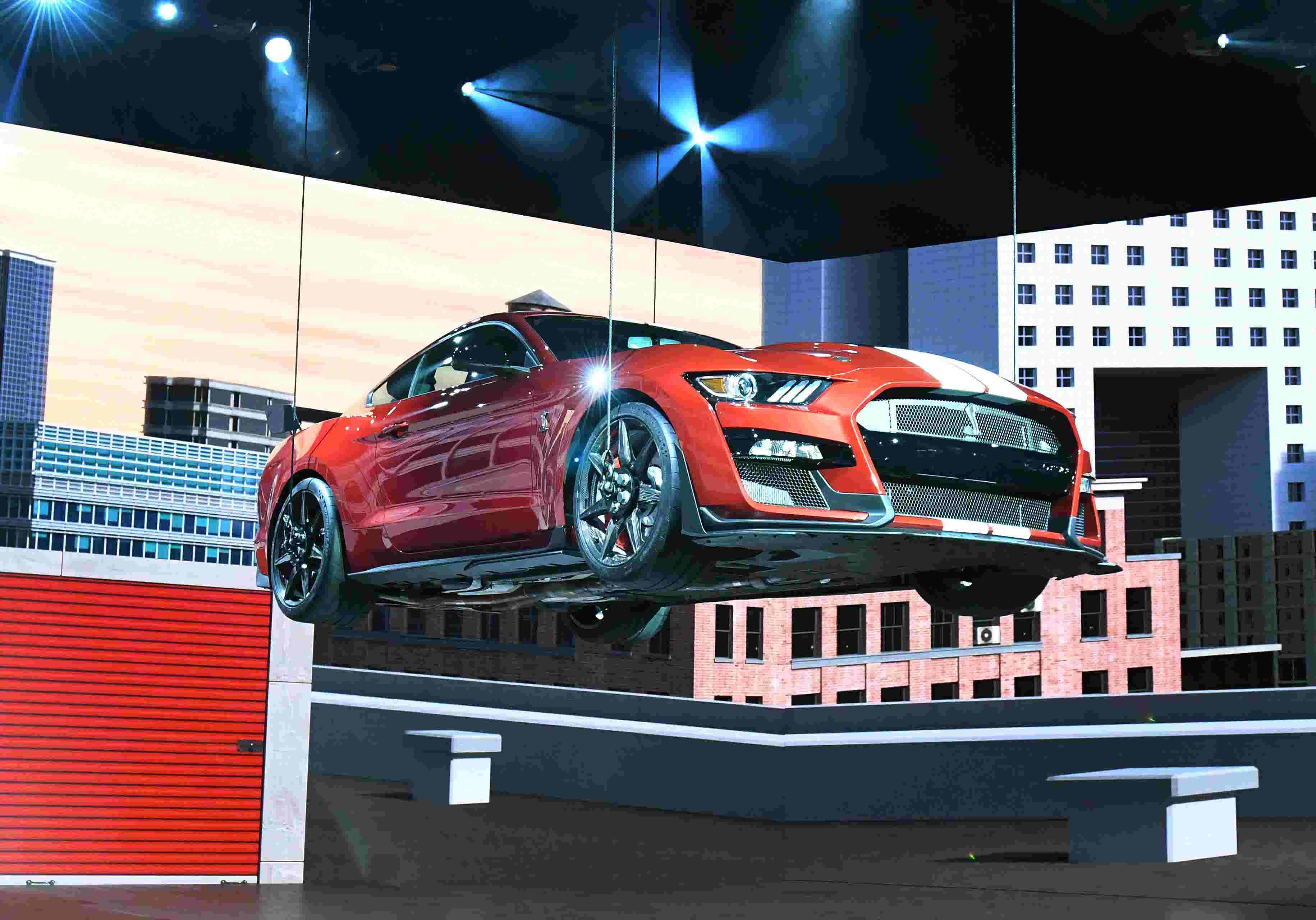 Detroit auto show play close