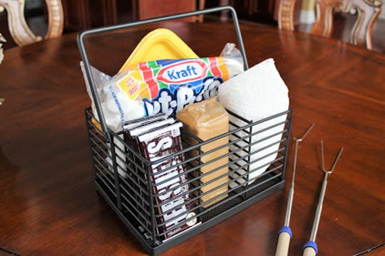 Cutlery caddies can hold a variety of categories, such as crafts, necessities for overnight guests and ingredients to make your favorite snacks.
